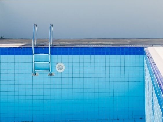 Helpful End-of-Season Pool Maintenance Tips